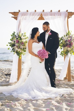 If you're looking for affordable San Diego wedding venues, San Diego Destination Weddings has you covered! Take a look at our beautiful beach venues.