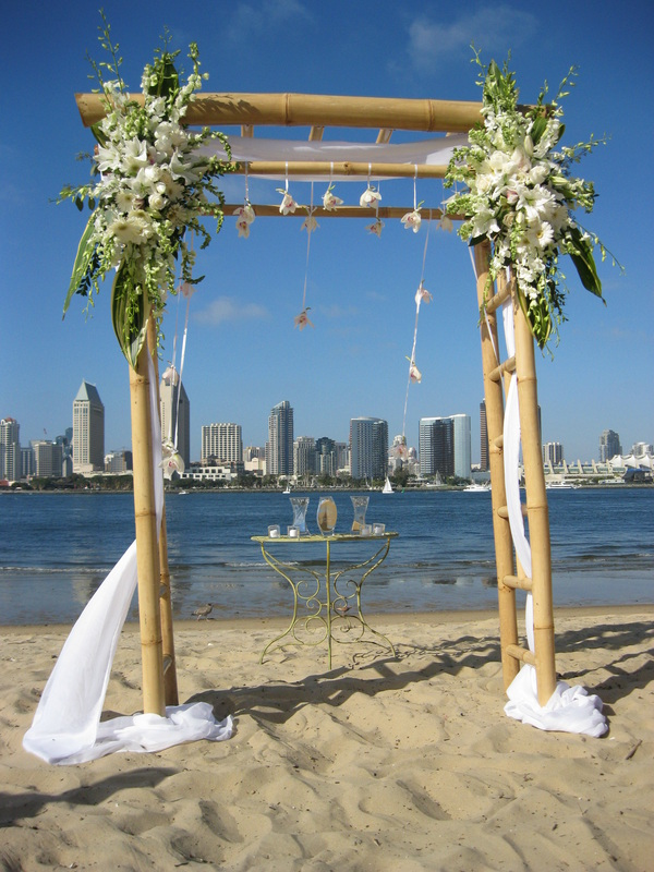 We take care of all the little wedding details you need to make your special day amazing! Click here to see the wedding rentals San Diego Destination Weddings has provided.