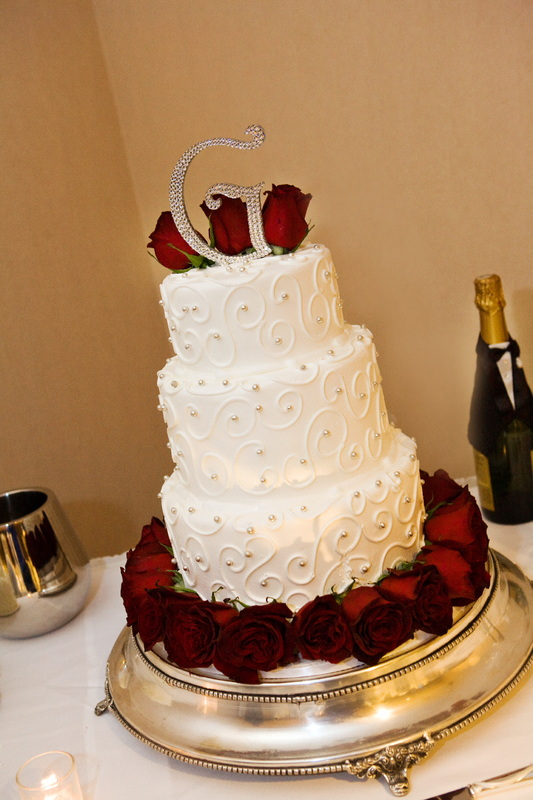 Take a look at the beautiful wedding cakes San Diego Destination Weddings can provide for your special day!