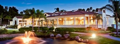 The Rancho Bernardo Country Club is an exceptionally elegant site for your dream wedding, with floor-to-ceiling windows that showcase the venue's beautiful views.