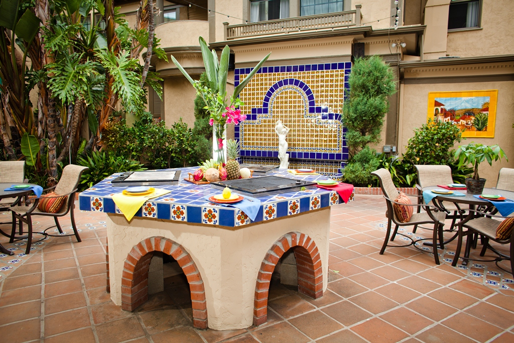 If you'd like to be immersed in a beautiful, old world setting on your special day, then Miguelitos Restaurant at the El Cordova Hotel in Coronado is a choice. This restaurant wedding venue serves delicious, traditional Mexican food on a charming private patio.
