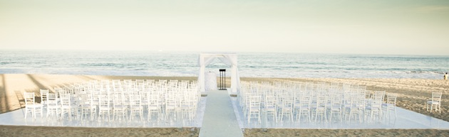 A ceremony right on the sand and a tented reception as the sun sets over the ocean... The Del Mar Beach Resort, located in Camp Pendleton, is one of the most beautiful military wedding venues San Diego has.